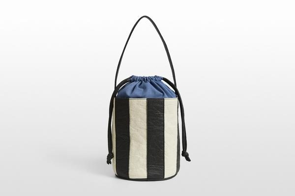 BUCKET STRIPE • CHARCOAL + NATURAL