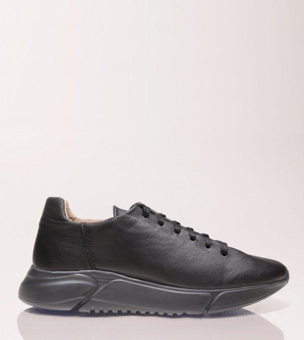 Minimalist Black Luxa Sneaker